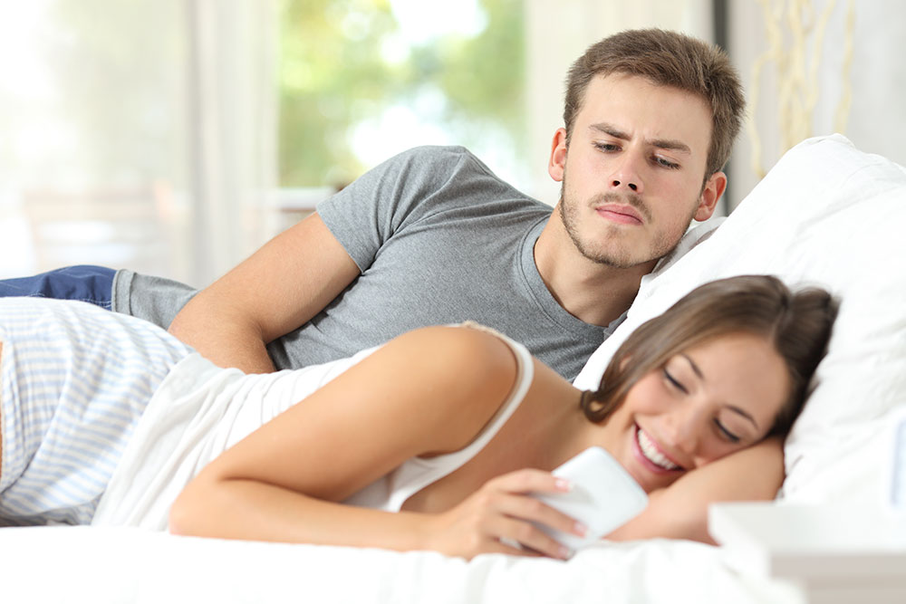 5 Creative Ways To Spy On Your Spouse-classiblogger