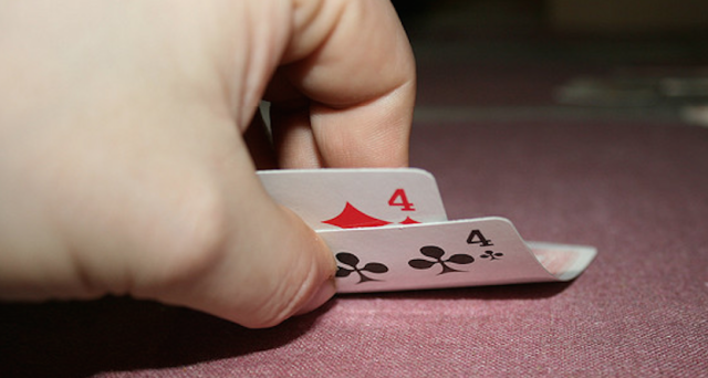 Pick the Best Poker Playing Site Online with these Tips